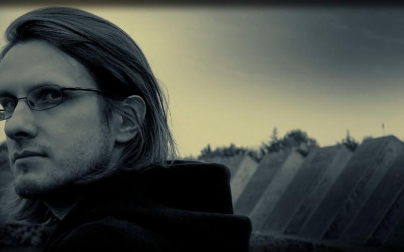 Steven-Wilson-Glasses-Face-Sky-Hair-800x1280