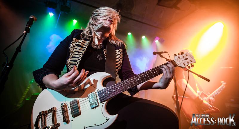 Frontback_Madman_Access- Rock_Rebel Live-1-15